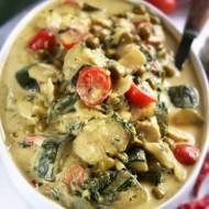 Curry z kurczakiem, cukinią i zielonym groszkiem