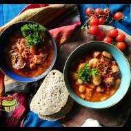 Fasolka w sosie pomidorowym z chorizo