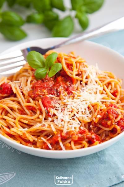 Spaghetti napoli. Prosty i pyszny makaron. Przepis na sos neapolitański