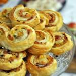 Ciasto francuskie z serem i szynką