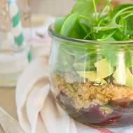 Lunchowa sałatka w słoiku z buraczkami, quinoa i awokado