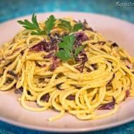 Spaghetti z cykorią sałatową, porami i boczkiem