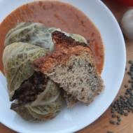 Wegańskie gołąbki z pieczarkami i soczewicą w pysznym sosie pomidorowym