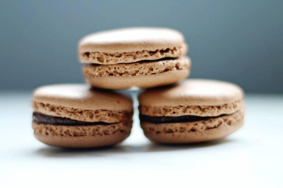 Kakaowe makaroniki z czekoladowym nadzieniem
