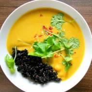 Dyniowa zupa curry z czarnym ryżem i ciecierzycą