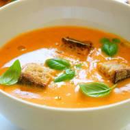 Kremowa zupa z pieczonych pomidorów z bazylią