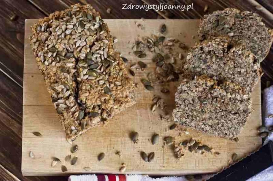 Chleb paleo z ziarnami i orzechami.