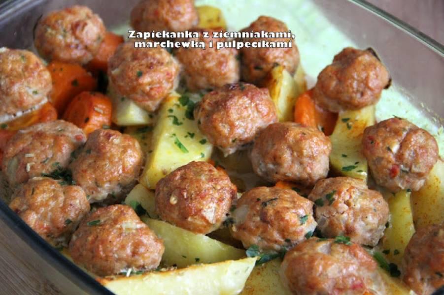 Zapiekanka z ziemniakami, marchewką i pulpecikami