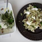 Makaron z pesto brokułowym, orzechami i mozzarellą