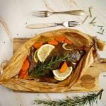 Gładzica pieczona z warzywami w papilotach