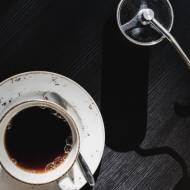Młynek do kawy ręczny: tradycja trzyma się mocno