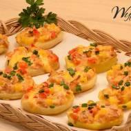 Pieczone ziemniaki faszerowane serem i kiełbasą