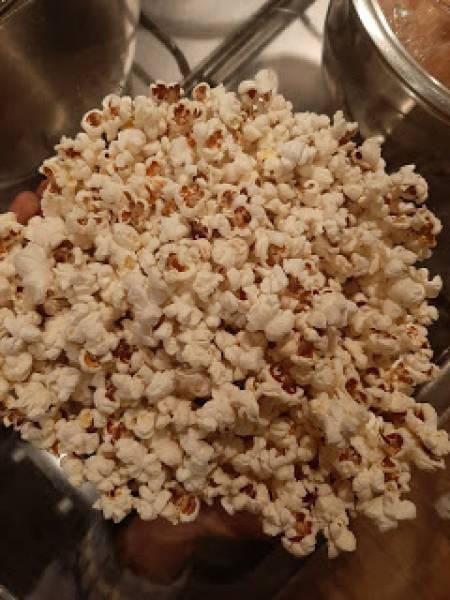 Kino domowe i popcorn z wielkiego gara