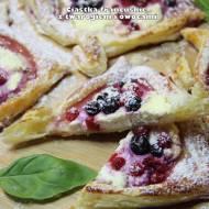 Ciastka francuskie z twarogiem i owocami