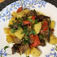 Łopatka pieczona z ziemniakami i papryką