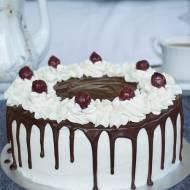tort czekoladowo śmietankowy z wiśniami