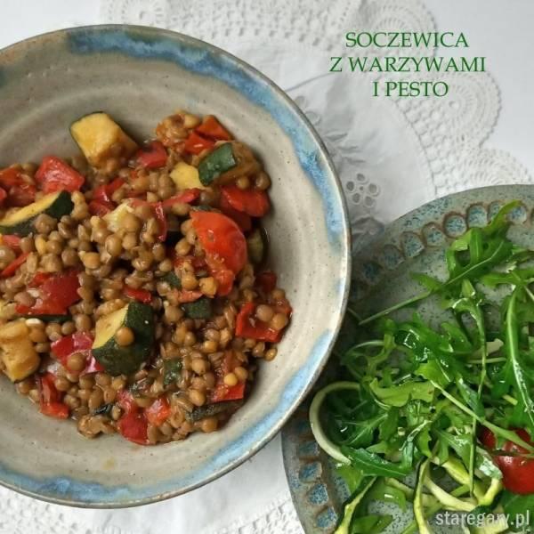 Soczewica z warzywami i pesto