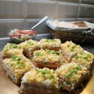 Krakersy z tuńczykiem