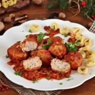Klopsiki z łososia w sosie pomidorowym