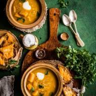 Zupa z dyni, cebuli i żółtych pomidorów