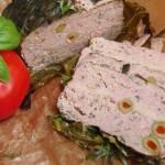 Pieczeń rzymska pieczona w liściach kapusty z kaszą jaglaną i serem mozzarella