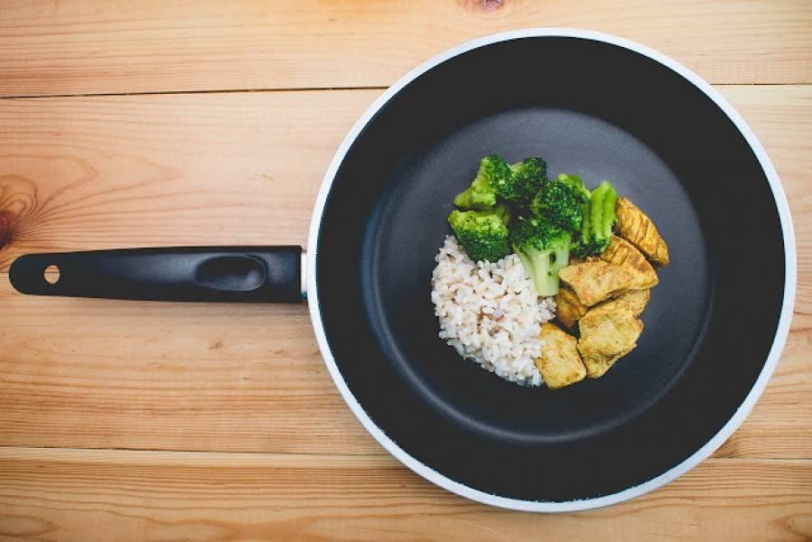 Patelnia żeliwna – niezbędna w każdej kuchni