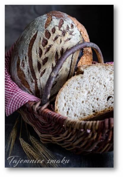 Chleb orkiszowy na drożdżach pieczony w żeliwnym garnku