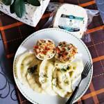 Pierogi z ziemniakami, serem z czarnuszką i szpinakiem