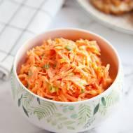 Bardzo prosta surówka z tartej marchewki. Idealna do obiadu. PRZEPIS