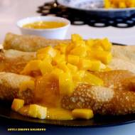 Naleśniki z białym serem i mango