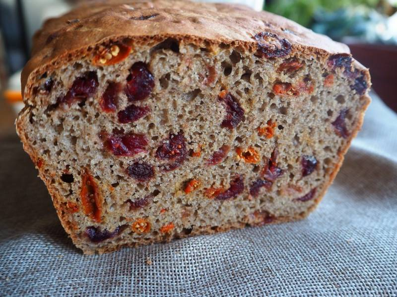 Chleb nr 3: pszenno-gryczany chleb drożdżowy z suszonymi owocami