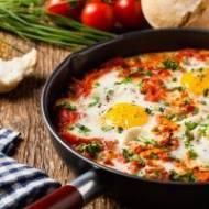 Mężczyzna wkuchni też umie gotować. 5 przepisów, którymi można zaskoczyć kobietę.