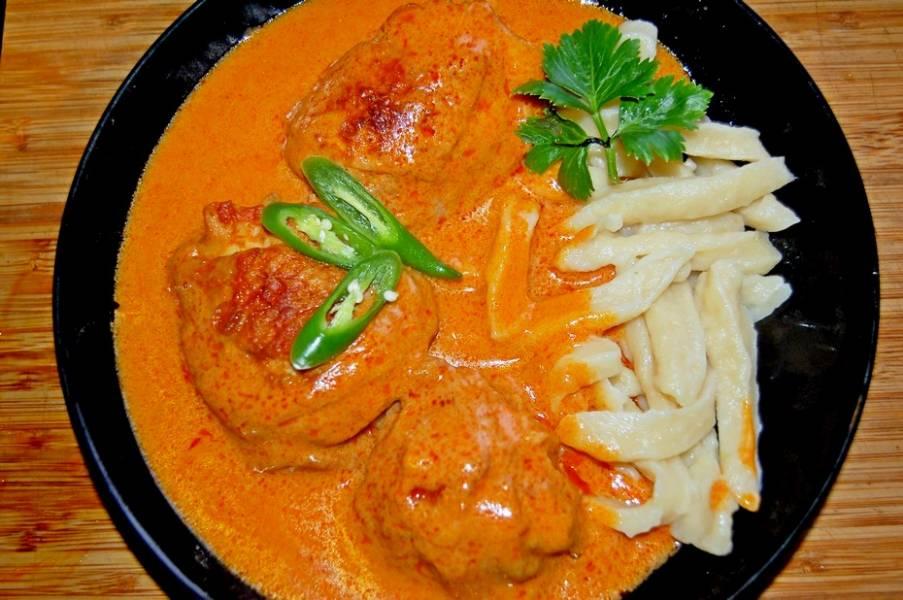 Paprykarz z kurczaka i galuszki, pyszny obiad z Węgier