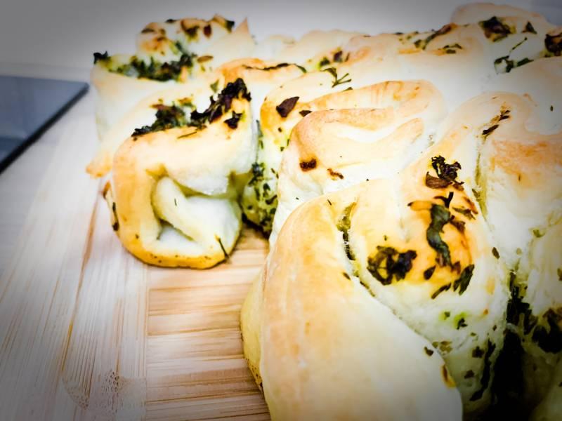 Czosnkowo – ziołowy chlebek
