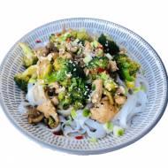 Błyskawiczny stir fry z kurczakiem i brokułem