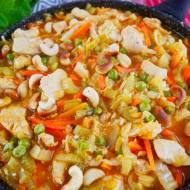 Kurczak z kapustą pekińską – lekkie danie na obiad z azjatycką nutą