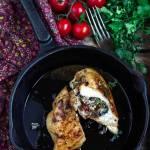 Pierś nadziewana szpinakiem, pomidorami i fetą