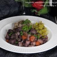 Wegański zamiennik wołowiny po burgundzku