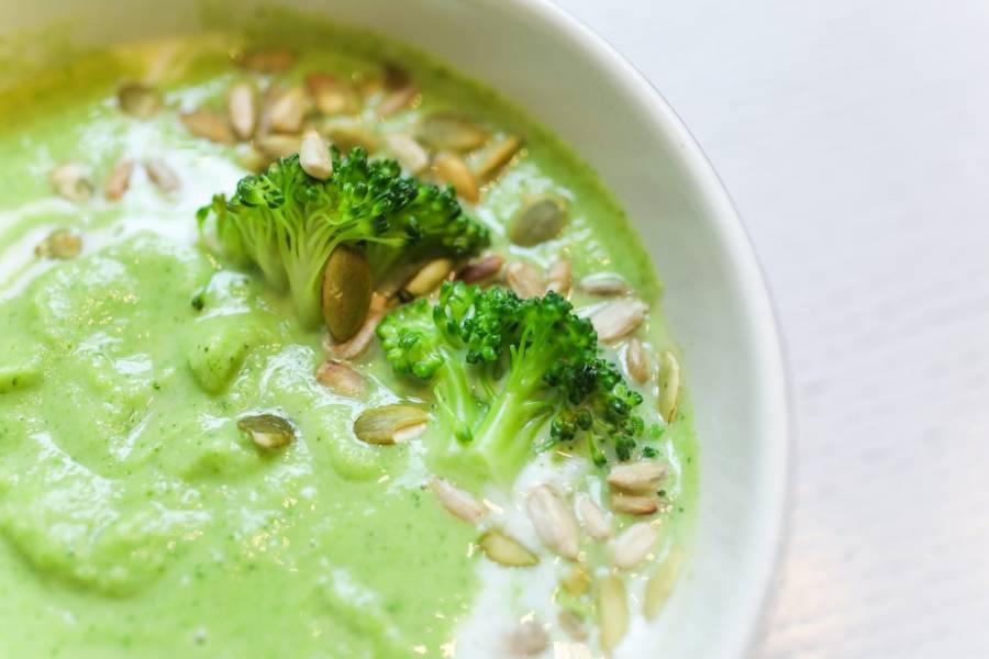 Krem z brokułów z dynią i słonecznikiem