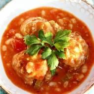 Pulpety w sosie pomidorowym z fasolą