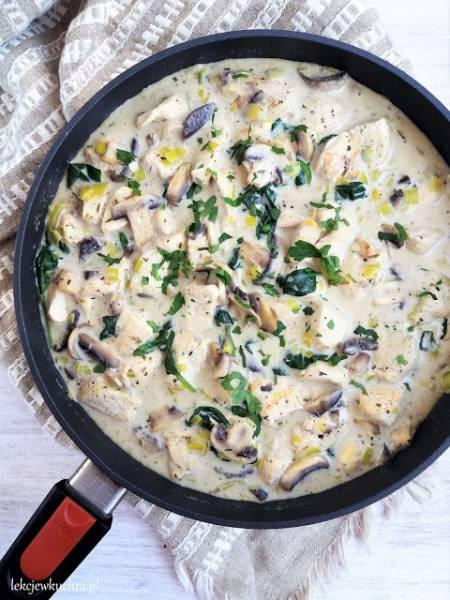 Kurczak w sosie śmietanowym z pieczarkami i szpinakiem / Creamy Chicken with Mushrooms and Spinach