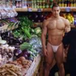 Nagi facet i warzywa