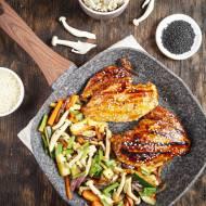 Grillowana pierś z kurczaka z warzywami w orientalnym stylu