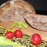 Chleb z garnka na zakwasie przesypywany kakao