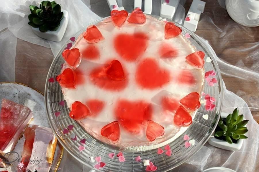 Sernik na Walentynki bez pieczenia (tylko 3 składniki!)
