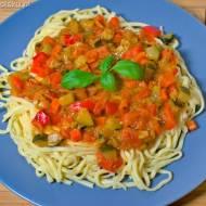 Makaron z warzywnym ragù