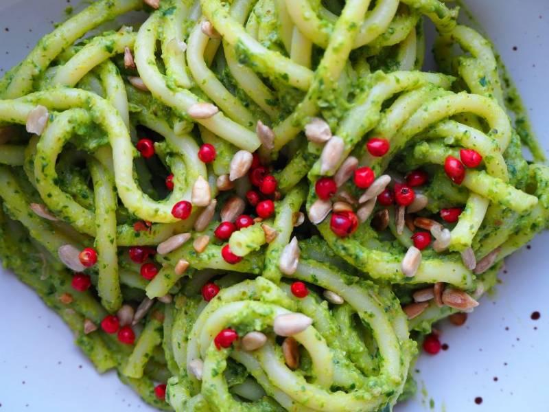 Spaghetti z zielonym sosem brokułowo-szpinakowym