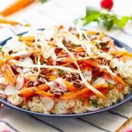 Sałatka z quinoa i glazurowanej marchewki