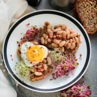 Tosty z fasolą i jajkiem sadzonym