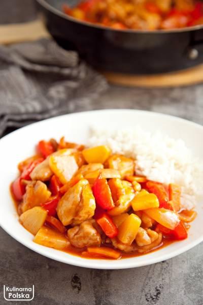 Kurczak w sosie słodko-kwaśnym. Przepis na słynne danie kuchni chińskiej